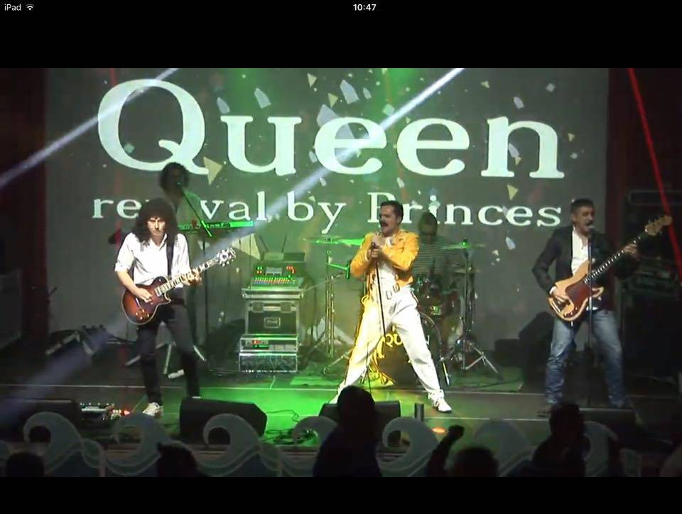 Queen revival Princess & support Carpe Diem